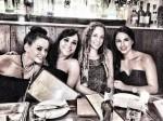 Barbara Mori cena con amigas