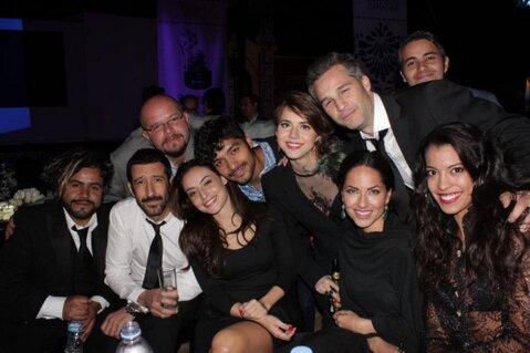 Barbara Mori  y mas amigos en la alfombra roja de los premios Canacine