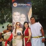 Fans con el banner de Luna La Serie 2