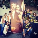 Fans con el banner de Luna La Serie 3